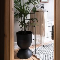 Hourglass Pot